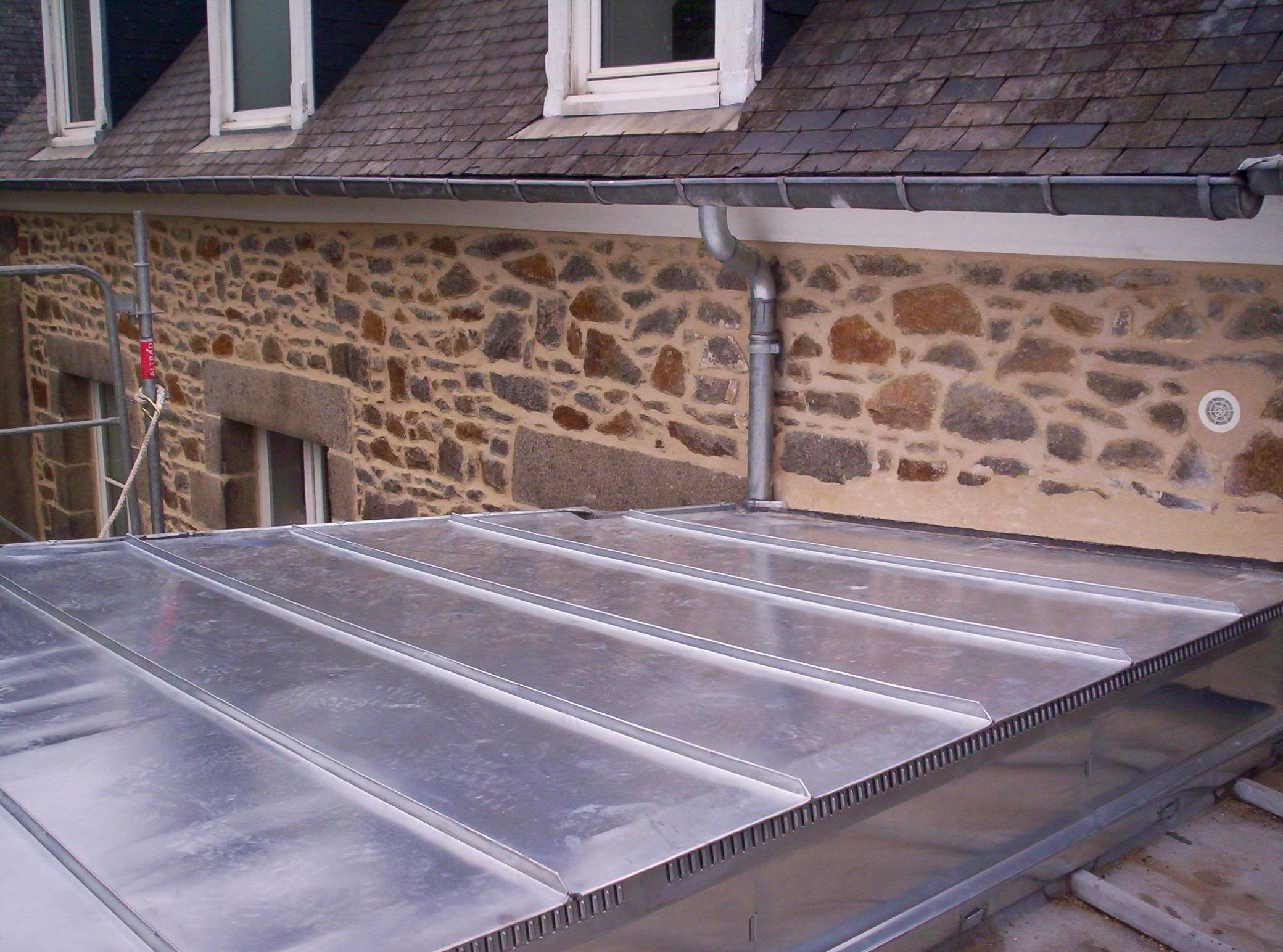 Design toiture zinc joint saint etienne 3313 saint for Travail du zinc toiture